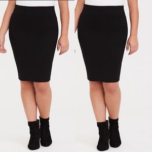 Torrid STUDIO PONTE SLIM FIX PENCIL SKIRT BLACK L
